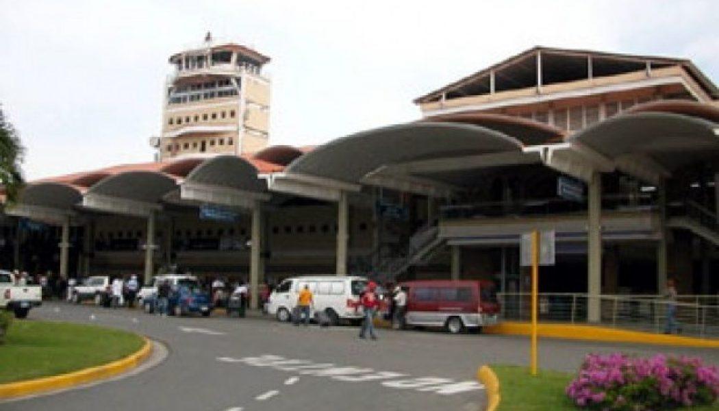 Investigan varios empleados de Aduanas por robo en aeropuerto Cibao