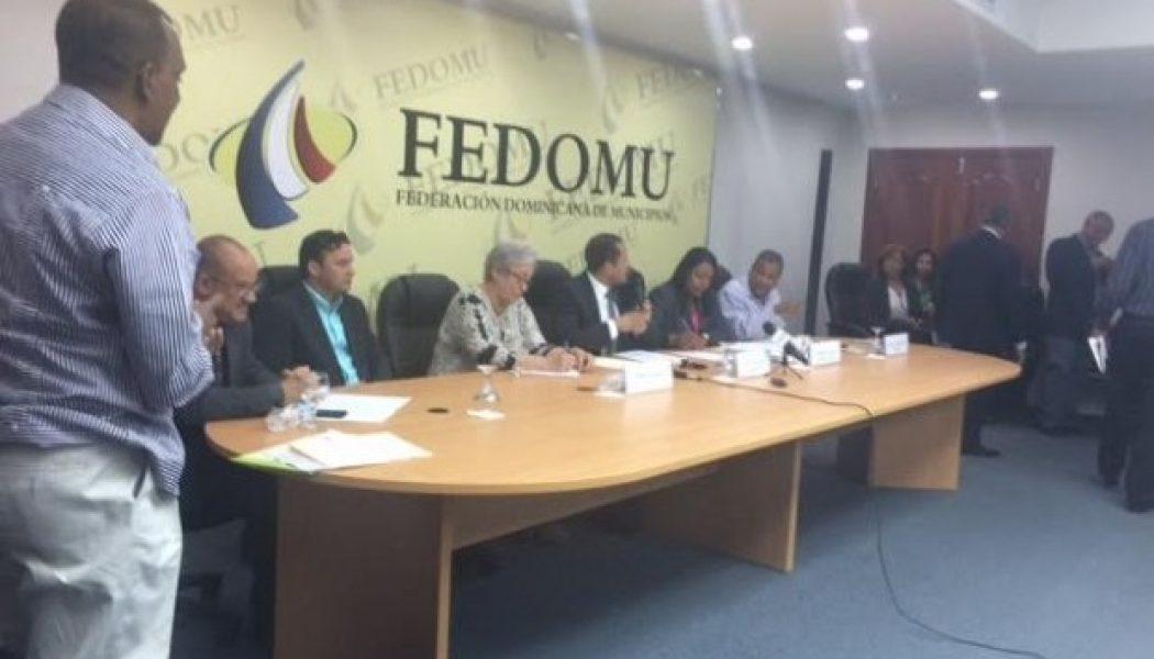 Ministra de Salud compromete a los alcaldes a luchar contra el dengue