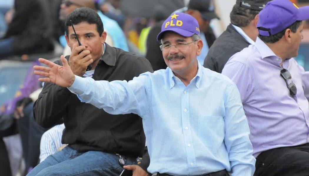 Danilo Medina encabeza multitudinaria caravana en Santo Domingo Este