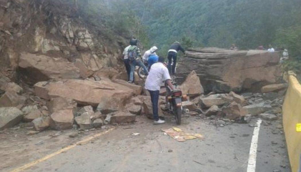 Reportan derrumbe en la carretera Jarabacoa-Constanza por lluvias