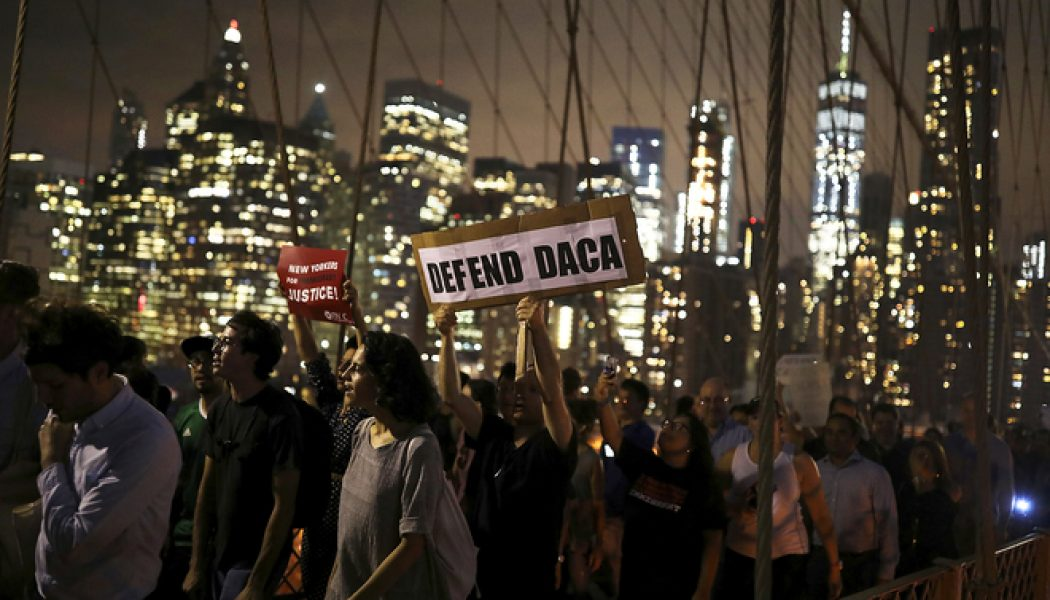 Dreamers a cambio del Muro con México