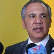 Peralta dice se oponen a modificar la Constitución por no enfrentar a Medina
