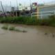 Comunidad en Constanza impide clases por inundaciones