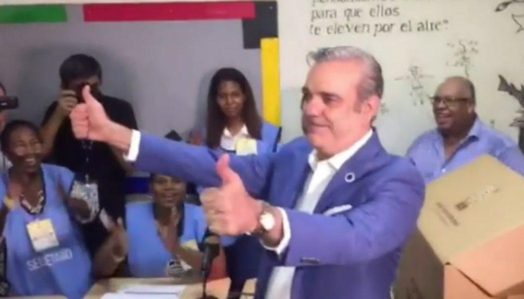 Precandidato Luis Abinader votó en el colegio Babeque, del Distrito Nacional