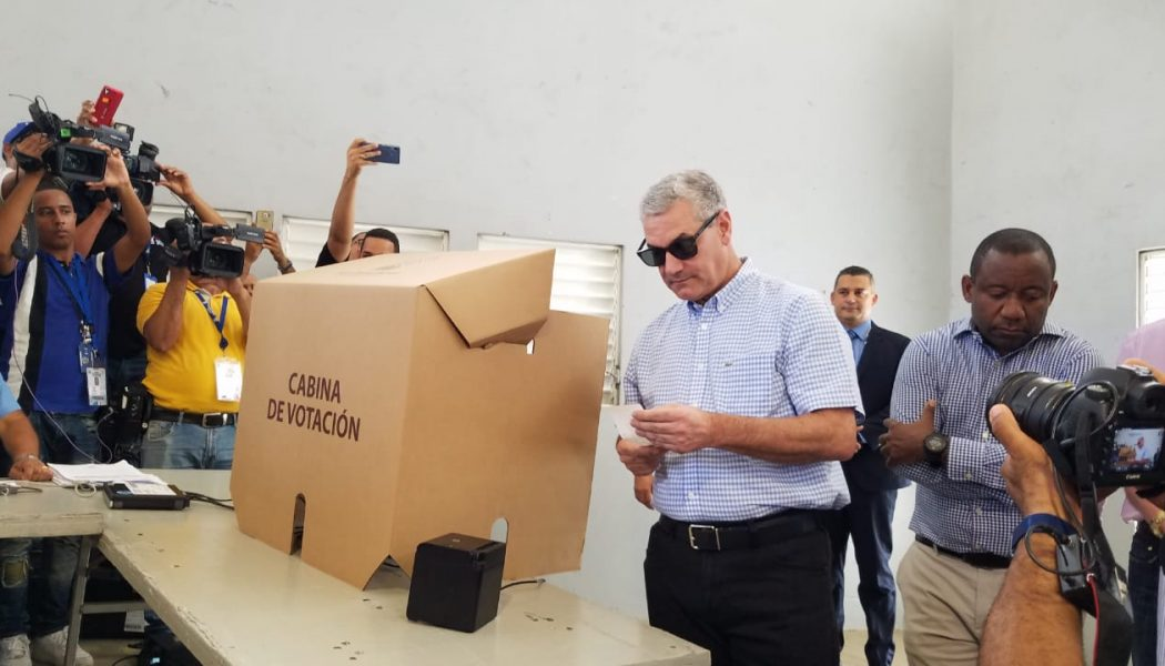 Gonzalo Castillo vota en el Colegio Quisqueya del DN en primarias del PLD