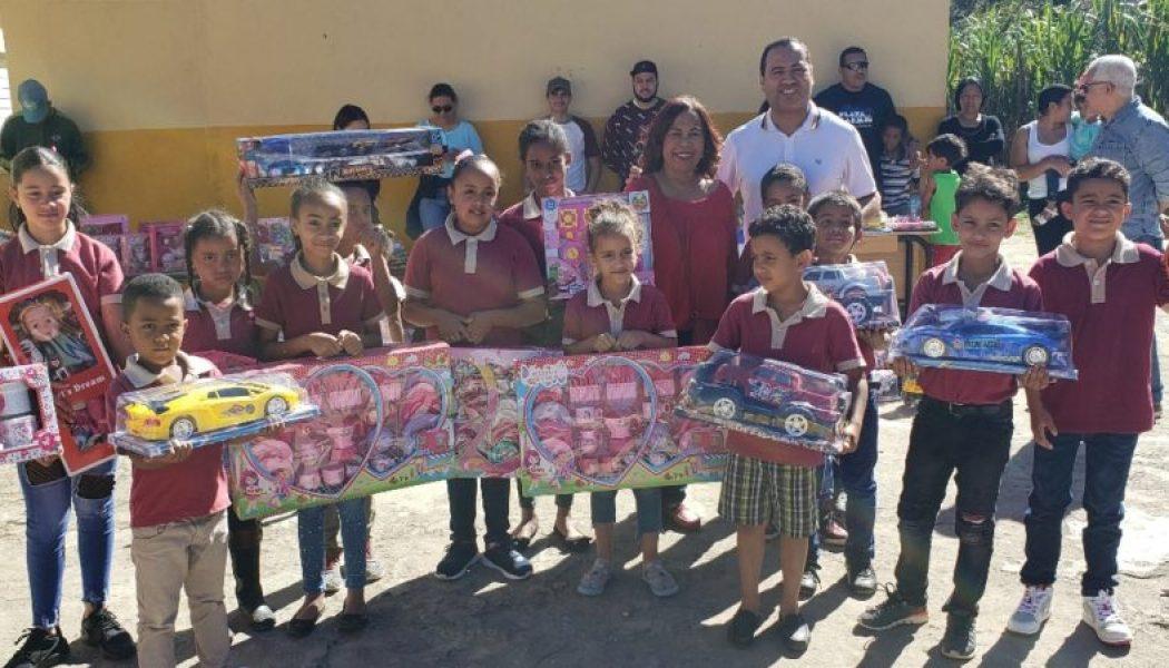 """TV-Revista"" entrega juguetes en Constanza"