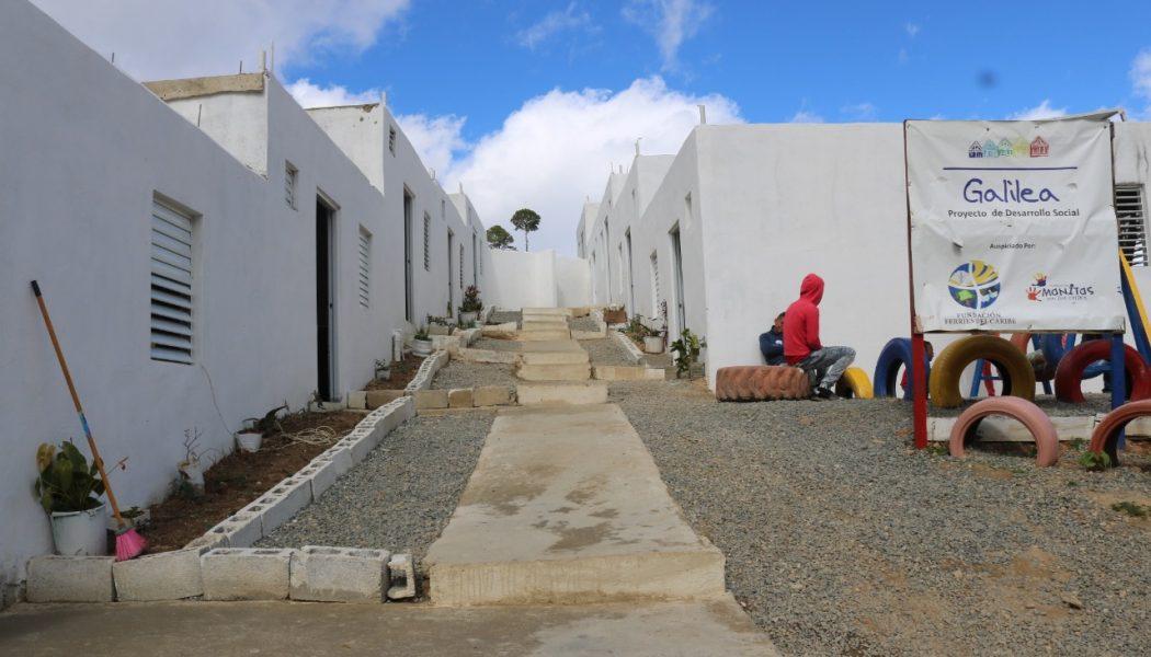 Fundaciones entregan 10 viviendas en comunidad rural de Constanza