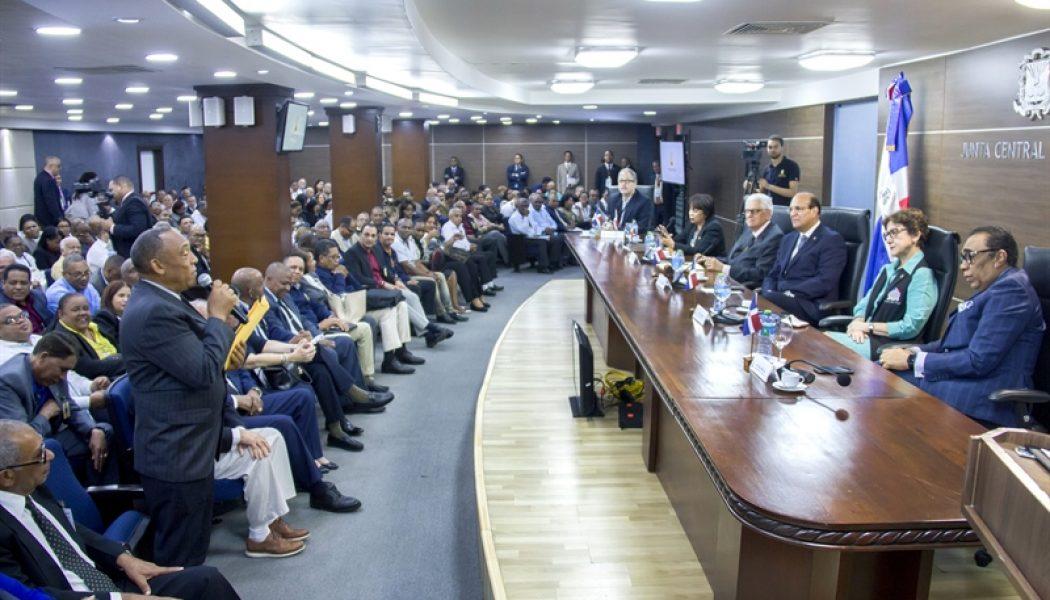 Pleno JCE se reúne con presidentes y secretarios de 158 Juntas Electorales