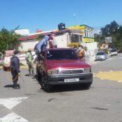 Desinfectan vehículos y les toman temperatura a quienes entran a Constanza