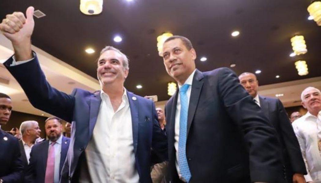 Guido Gómez Mazara y un grupo del PRD se juramentan en el PRM