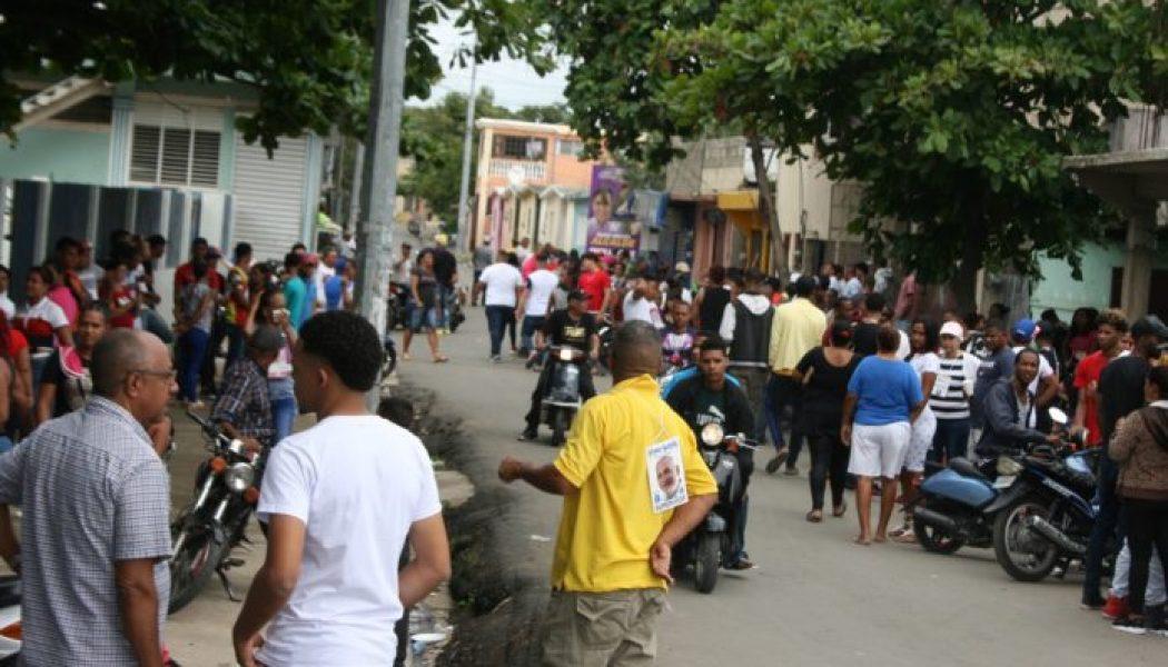 Votaciones municipales en La Vega se desarrollan de manera masiva y con normalidad