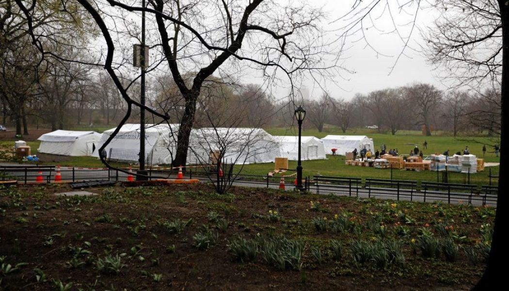 Construyen hospital de emergencia en el Central Park de Nueva York