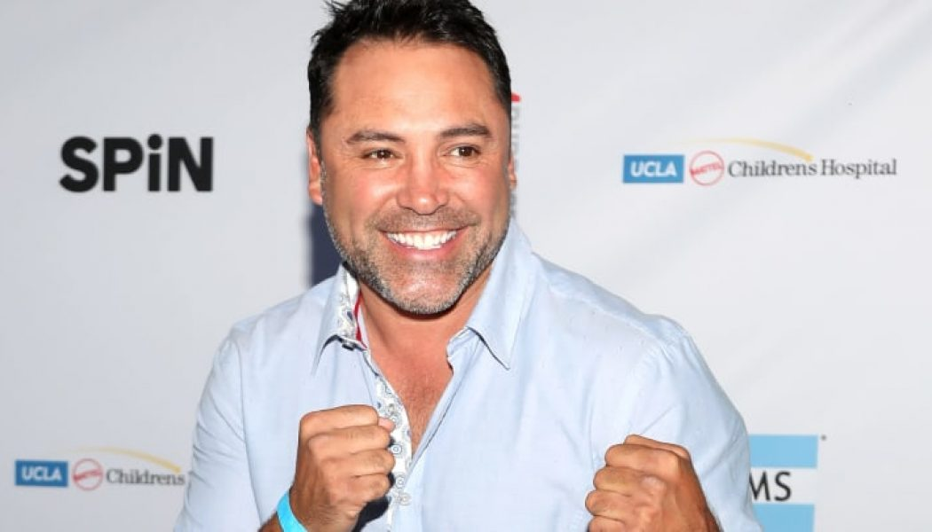 Óscar de la Hoya anunció que regresa al boxeo