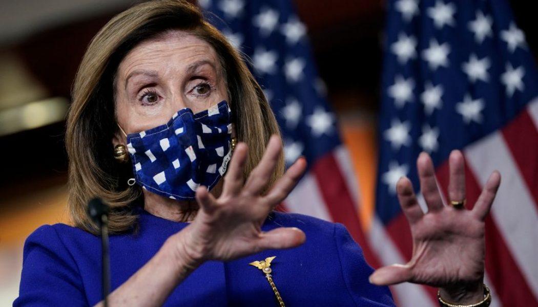Pelosi reconoce que el Congreso podría tardar en aprobar plan de ayuda de $1,200